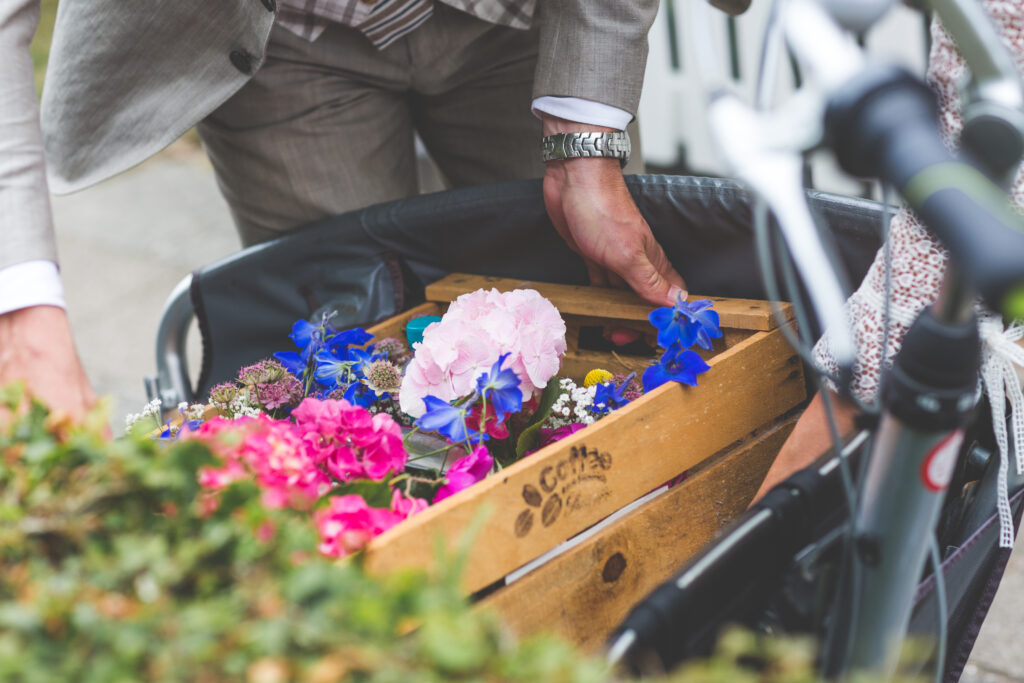 vervoer bloemen bruiloft bakfiets